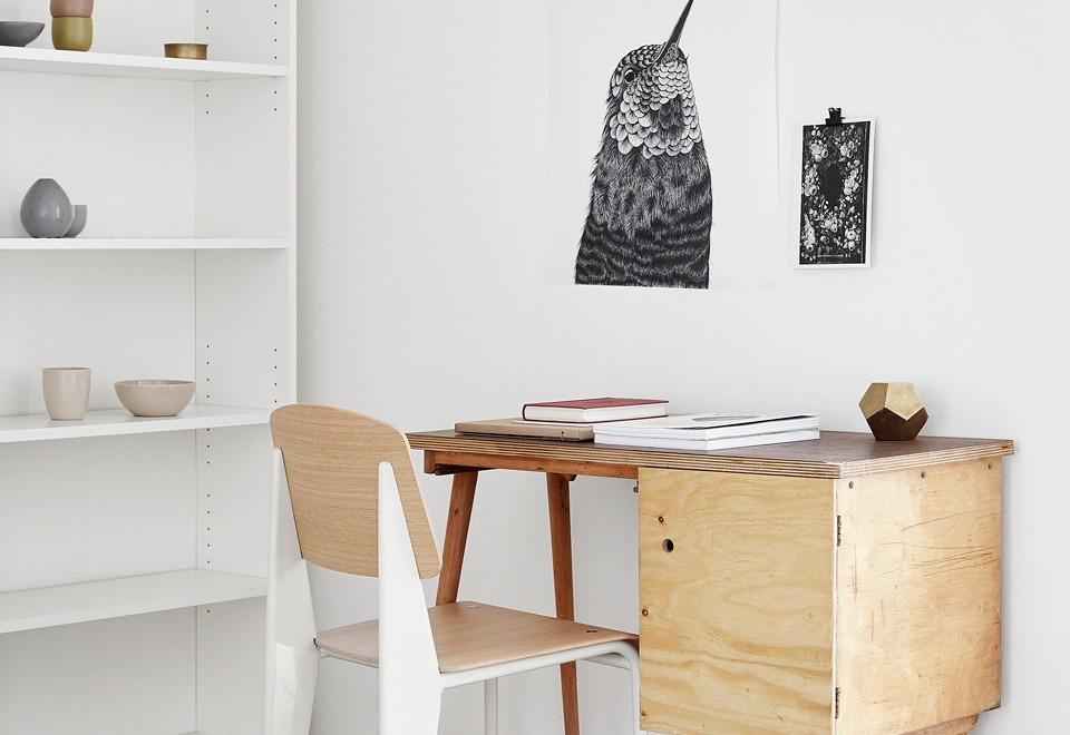 Fredagsmys: A White Minimalistic Apartment