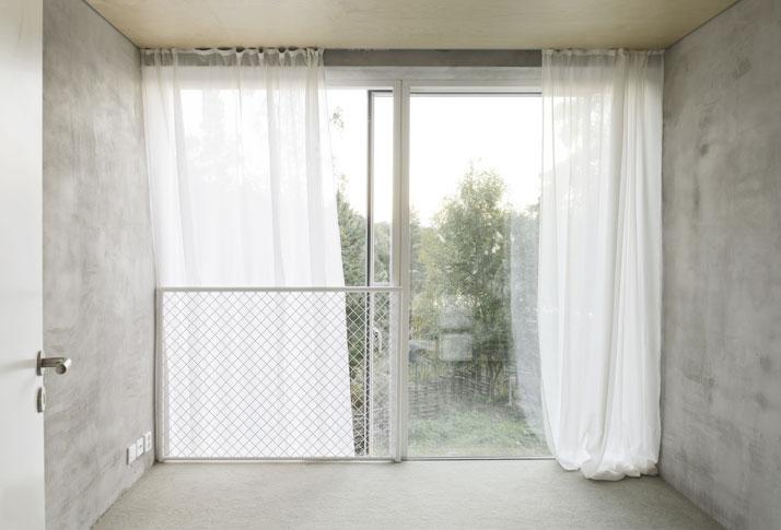 2_Six_Walls_House_Saltsjo_Boo_Sweden_Arrhov_Frick_Arkitektkontor_Photo_Mikael_Olsson_yatzer
