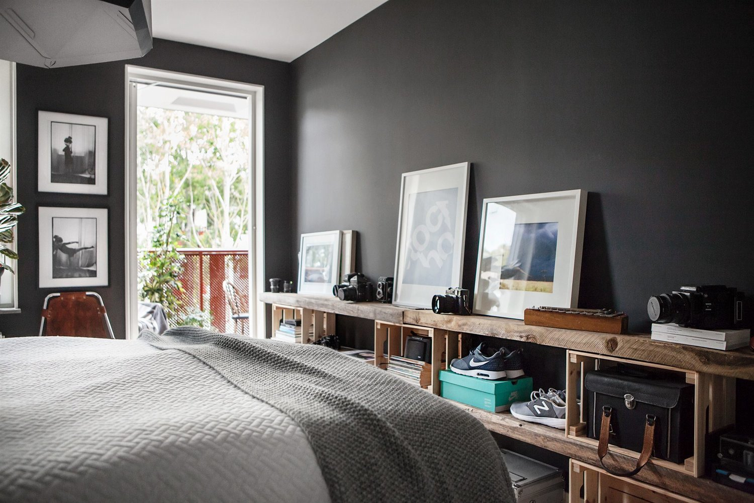 Dark gray scandinavian interior design scandinavian for Scandinavian home design